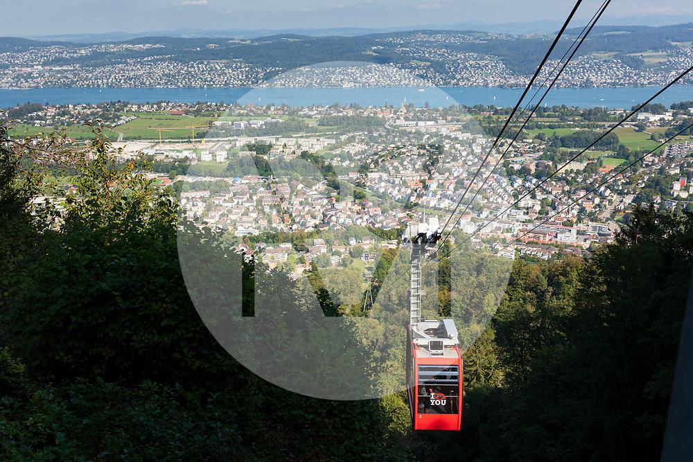 SCHWEIZ - STALLIKON - Luftseilbahn Felsenegg, Ausblick Richtung Adliswil und Zürichsee - 11. September 2020 © Raphael Hünerfauth - https://www.huenerfauth.ch