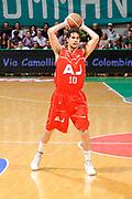 DESCRIZIONE : Siena Lega A 2008-09 Playoff Finale Gara 2 Montepaschi Siena Armani Jeans Milano<br /> GIOCATORE : Luca Vitali<br /> SQUADRA : Armani Jeans Milano<br /> EVENTO : Campionato Lega A 2008-2009 <br /> GARA : Montepaschi Siena Armani Jeans Milano<br /> DATA : 12/06/2009<br /> CATEGORIA : passaggio<br /> SPORT : Pallacanestro <br /> AUTORE : Agenzia Ciamillo-Castoria/G.Ciamillo