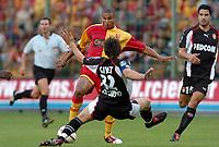 Fotball<br /> Frankrike 2004/05<br /> Lens v Monaco<br /> 28. august 2004<br /> Foto: Digitalsport<br /> NORWAY ONLY<br /> DANIEL COUSIN (LENS) / GAEL GIVET / ANDREAS ZIKOS (MON)