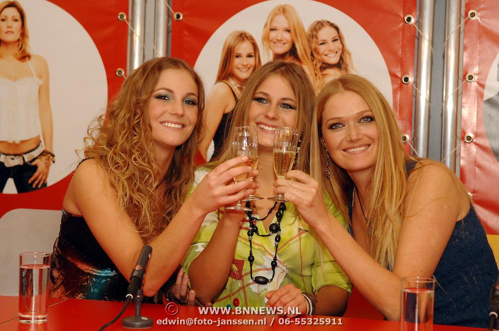 NLD/Amsterdam/20060312 - Nationaal Songfestival 2006, persconferentie winnaar Treble