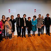 BEL/Brussel/20130319- Uitreiking Prinses Margriet Award 2013, Prinses Margriet, Laurentien en Astrid met de jury en laueraten Dan en Lia Perjovschi en dirigent Yoel Gamzou