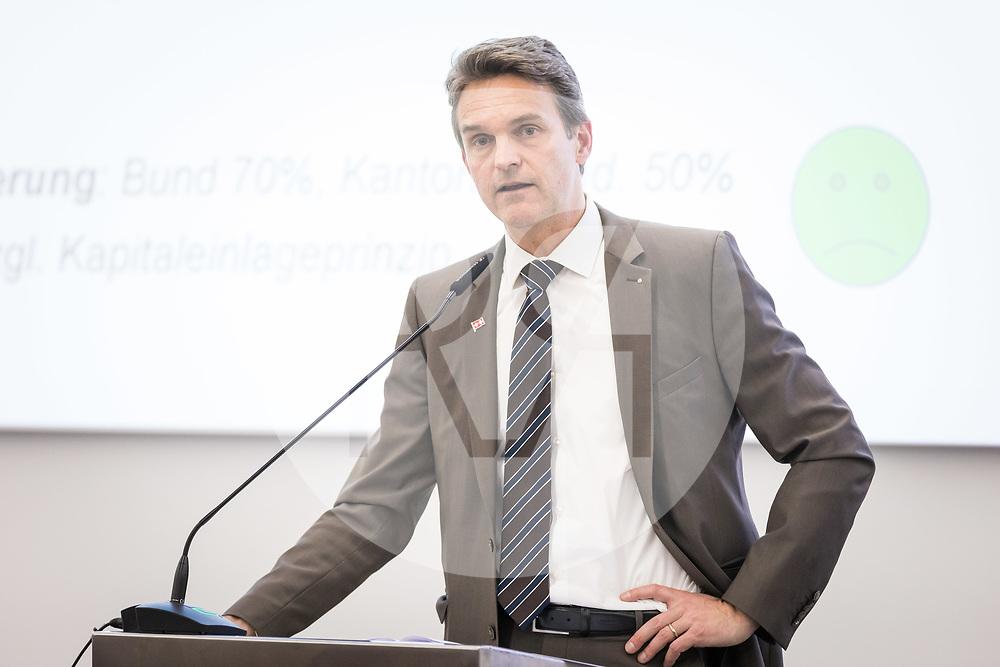 SCHWEIZ - AARBURG - Beat Walti, Nationalrat ZH und Fraktionspräsident; spricht über die AHV-Steuervorlage (STAF) am Parteitag der FDP Aargau bei der Franke AG - 26. März 2019 © Raphael Hünerfauth - http://huenerfauth.ch