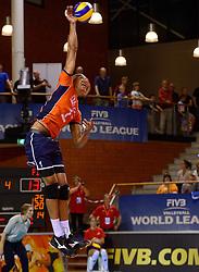 20150614 NED: World League Nederland - Finland, Almere<br /> De Nederlandse volleyballers hebben in de World League ook hun tweede duel met Finland gewonnen. Na de 3-0 zege van zaterdag werd zondag in Almere met 3-1 (22-25, 25-20, 25-13, 25-19) gewonnen / Nimir Abdelaziz #1