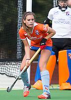 AMSTELVEEN - HOCKEY - Romy van As van Bl'daal tijdens de eerste competitiewedstrijd van het nieuwe seizoen tussen de vrouwen van Pinoke en Bloemendaal. COPYRIGHT KOEN SUYK