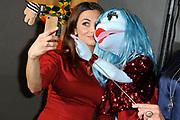 De presentatie van het nieuwe TV-programma Popster. Tijdens de talenjacht van SBS6 gaat de jury op zoek naar de allerleukste poppenacts van Nederland. <br /> <br /> Op de foto: Georgina Verbaan en Miss Izzy pop
