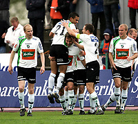 Fotball   21  mai  2006  - Adeccoligaen<br /> Hønefoss Idrettspark    <br /> Foto: Dagfinn Limoseth, Digitalsport <br /> Hønefoss  v  Aalesund FK  3-0<br /> <br />  Kamal Saaliti som laget 1-0  målet (høyest) blir gratulert