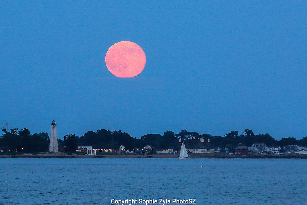 Full Buck Moon and New Haven First of three Supermoons of 2014 with Lighthouse Point Park and Five Mile Lighthouse