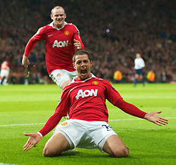 12.04.2011, Old Trafford, Manchaster, ENG, UEFA Champions league, viertel Finale, Manchester United FC v Chelsea FC, im Bild Manchester United's Javier Hernandez celebrates scoring his side's first goal against Chelsea with team-mate Wayne Rooney during the UEFA Champions League Quarter-Final 2nd Leg match at Old Trafford. EXPA Pictures © 2011, PhotoCredit: EXPA/ Propaganda/ David Rawcliffe +++++ ATTENTION - OUT OF ENGLAND/UK +++++