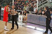 DESCRIZIONE : Avellino Lega A 2011-12 Sidigas Avellino EA7 Emporio Armani Milano<br /> GIOCATORE : Malik Hairston Arbitro Facchini<br /> SQUADRA : EA7 Emporio Armani Milano<br /> EVENTO : Campionato Lega A 2011-2012<br /> GARA : Sidigas Avellino EA7 Emporio Armani Milano<br /> DATA : 22/04/2012<br /> CATEGORIA : proteste<br /> SPORT : Pallacanestro<br /> AUTORE : Agenzia Ciamillo-Castoria/A.De Lise<br /> Galleria : Lega Basket A 2011-2012<br /> Fotonotizia : Avellino Lega A 2011-12 Sidigas Avellino EA7 Emporio Armani Milano<br /> Predefinita :