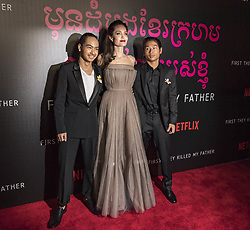 "Angelina Jolie and her kids at the premiere of ""First they killed my father"". 14 Sep 2017 Pictured: Angelina Jolie, Pax Jolie-Pitt, Knox Jolie-Pitt, Zahara Jolie-Pitt, Vivienne Jolie-Pitt, Shiloh Jolie-Pitt, Maddox Jolie-Pitt. Photo credit: SM / MEGA TheMegaAgency.com +1 888 505 6342"