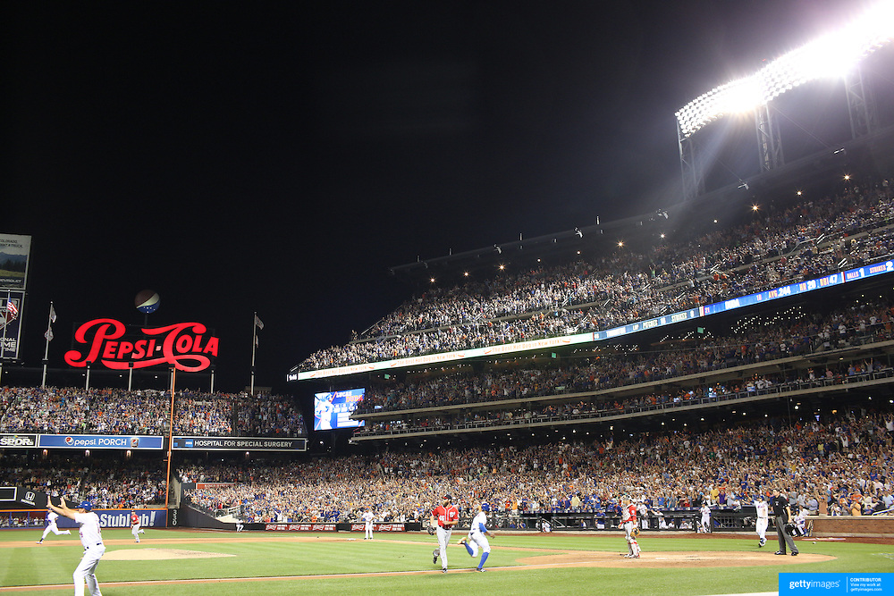 Pitcher Jacob deGrom, New York Mets, pitching during the New York Mets Vs Washington Nationals. MLB regular season baseball game at Citi Field, Queens, New York. USA. 1st August 2015. (Tim Clayton for New York Daily News)