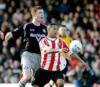 Photo: Daniel Hambury.<br />Brentford v Sunderland. The FA Cup. 28/01/2006.<br />Brentford's Dudley Campbell (R) and Sunderland's Neil Collins battle for the ball.