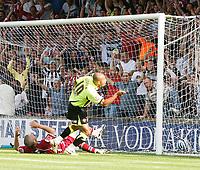 Photo: Steve Bond.<br />Scunthorpe United v Sheffield United. Coca Cola Championship. 01/09/2007. danny Webber scores his second