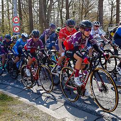 25-04-2021: Wielrennen: Luik Bastenaken Luik (Vrouwen): Luik  <br />Peloton onderweg naar Luik