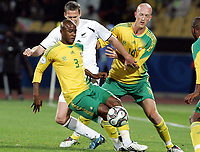 Fotball<br /> Sør Afrika v New Zealand<br /> Foto: Gepa/Digitalsport<br /> NORWAY ONLY<br /> <br /> FIFA Confederations Cup 2009<br /> <br /> Bild zeigt Tsepo Masilela (RSA), Chris Killen (NZL) und Matthew Booth (RSA)