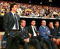 Fotball<br /> Barcelona Historie<br /> Foto: imago/Digitalsport<br /> NORWAY ONLY<br /> <br /> 21.06.2001<br /> V.li.: Co-Trainer Jose Ramon Alesanco und Trainer Carles Rexach, X, X, Sergi Barjuan, de la Torre (alle Barca)