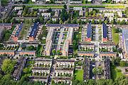 Nederland, Zuid-Holland, Rotterdam, 15-07-2012; Pendrecht (deelgemeente Charlois, Rotterdam-Zuid). Zuidoostelijk deel, detail met verschillende bouwblokken, flats en eengezinswoningen. .Nieuwbouwwijk uit de jaren vijftig van de vorige eeuw, wederopbouw periode. Stedenbouwkundig ontwerp van Lotte Stam-Beese, kenmerkend zijn de ruime opzet en  veel groen. Ontworpen als wijk met verschillende woningtypen (en verschillende bewoners) en voorzien van alle voorzieningen..Pendrecht (part of Charlois, Rotterdam-South). New neighborhood (fifties of the last century), post-war reconstruction period. Urban design of Lotte Stam-Beese, characterized by spacious layout and lots of green. Designed as residential district with different housing types...luchtfoto (toeslag), aerial photo (additional fee required).foto/photo Siebe Swart