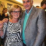 NLD/Laren/20140512 - Anita Meijer ontvangt de Radio 5 Nostalgia Ouevreprijs , Mario van den Ende en partner Els