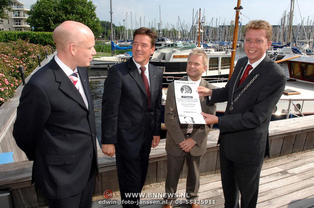 NLD/Huizen/20070604 - Start kaartverkoop South Sea Jazz 2007 aan burgemeester van Gils