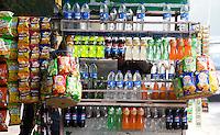 DELHI - drank op straat. ANP KOEN SUYK