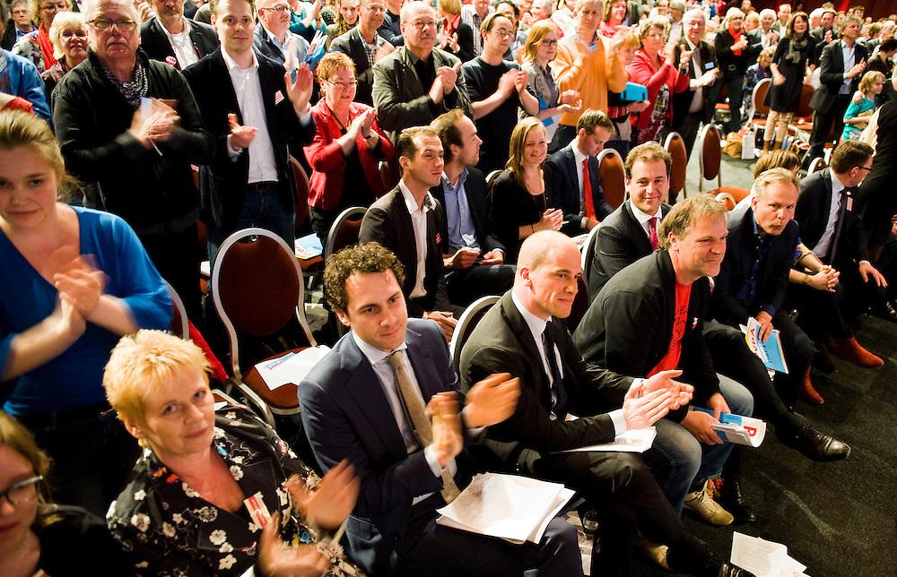 Nederland, Leeuwarden, 27 april 2013.PvdA congres in WTC Leeuwarden..Staande ovatie voor Sander Terphuis nadat hij de ingediende motie over Strafbaarstelling Illegalen had verdedigd..Foto(c): Michiel Wijnbergh