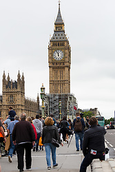© Licensed to London News Pictures. 21/08/2017. LONDON, UK.  People gather on Westminster Bridge shortly before Big Ben's bongs ring out for the final time before repairs are undertaken and the chimes of the clock stopped for health and safety reasons.  Photo credit: Vickie Flores/LNP