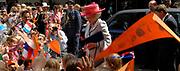 Her Majesty the queen was Wednesday 17 May present at the start of the jubilee programme on the occasion of the 50 year old existence of Singer Laren. The queen performs this day the official opening of the renewed garden room of the museum and she visits the jubilee at tone interview Singer Laren live ones!<br /> <br /> Hare Majesteit de Koningin was woensdag 17 mei aanwezig bij de start van het jubileumprogramma ter gelegenheid van het 50-jarig bestaan van Singer Laren. De Koningin verricht deze dag de officiële opening van de vernieuwde tuinzaal van het museum en zij bezichtigt de jubileumtentoonstelling Singer Laren Live!<br /> <br /> <br />  On the photo / Op de foto ; Arrival at Singer / Aankomst bij Singer
