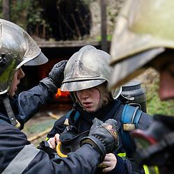 Stage incendie au Fort de Domont de l'école de pompier Notre Dame de Foy. Réalisation de brûlages contrôlés à des fins d'étude du feu et de formation aux techniques d'extinction des élèves pompiers québécois.  <br /> Avril 2016 / Domont (95) / FRANCE<br /> Voir le reportage complet (125 photos) http://sandrachenugodefroy.photoshelter.com/gallery/2016-04-Stage-Incendie-CNDF-a-Domont-Complet/G0000k5gaUMh.Cwo/C0000yuz5WpdBLSQ