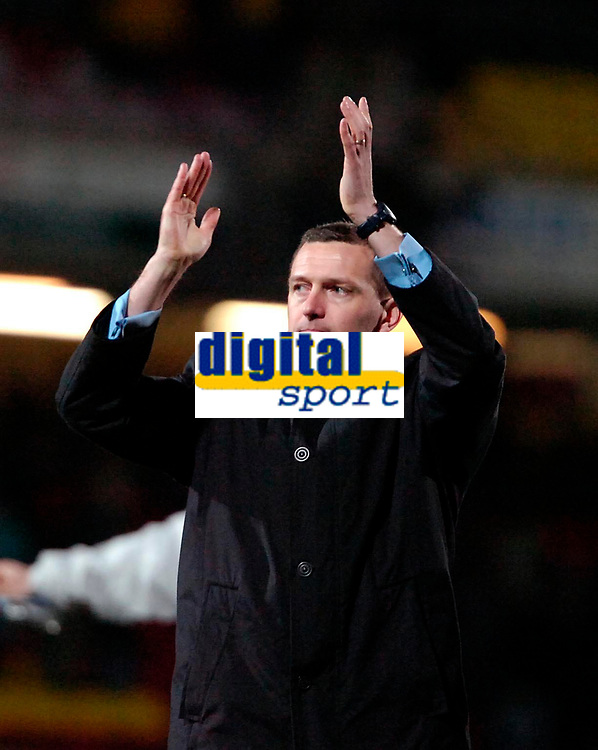 Photo: Ed Godden/Sportsbeat Images.<br /> Watford v Everton. The Barclays Premiership. 24/02/2007.<br /> Watford Manager Adrian Boothroyd applauds the Watford fans for their support at the end of the game.