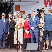 NLD/Amersfoort/20190427 - Koningsdag Amersfoort 2019, Koning Willem Alexander met Koningin Maxima en de prinsessen Amalia, Alexia, en Ariane