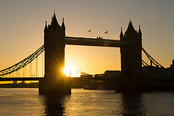 © Licensed to London News Pictures. 09/12/2017. London, UK. A clear sunrise is seen behind Tower Bridge on the River Thames this morning, as the capital woke up to freezing temperatures and cold, clear weather. Photo credit: Vickie Flores/LNP
