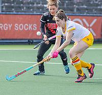 AMSTELVEEN - Marloes Keetels (DenBosch) met Maria Verschoor (Adam)  tijdens  de hoofdklasse hockey competitiewedstrijd dames, Amsterdam-Den Bosch (0-1)  COPYRIGHT KOEN SUYK