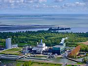 Nederland, Noord-Holland, Diemen, 07-05-2021; Vattenfall Elektriciteitscentrale Diemen. Levert elektriciteit en stadswarmte. PEN-eiland.<br /> Over-Diemen and Vattenfall Diemen Power Plant on the second plan.<br /> luchtfoto (toeslag op standaard tarieven);<br /> aerial photo (additional fee required)<br /> copyright © 2021 foto/photo Siebe Swart