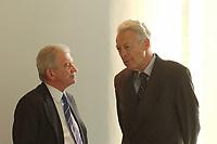 16 JAN 2002, BERLIN/GERMANY:<br /> Ernst Uhrlau, Leiter Abt. 5 Bundeskanzleramt (Nachrichtendienste) und Dieter Kastrup, Leiter Abt. 2 Bundeskanzleramt (Auswaertiges), im Gespraech, vor Beginn der Kabinettsitzung, Bundeskanzleramt<br /> IMAGE: 20020116-01-005<br /> KEYWORDS: Kabinett, Sitzung, Gespraech