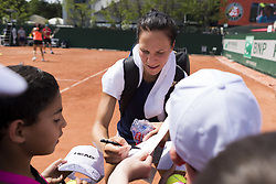 May 27, 2017 - Paris, Frankreich - Paris, 27.05.2017, Tennis - French Open 2017, Viktorija Golubic (SUI) gibt Autogramme nach dem Training  (Credit Image: © Pascal Muller/EQ Images via ZUMA Press)