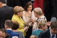 12 FEB 2017, BERLIN/GERMANY:<br /> Angela Merkel (L), CDU, Bundeskanzlerin, Katrin Goering-Eckardt (M), B90/Gruene, Fraktionsvorsitzende und Spitzenkandidatin, und Claudia Roth (R), B90/Gruene, ehem. Bundesvorsitzende, im Gespräch, 16. Bundesversammlung zur Wahl des Bundespraesidenten, Reichstagsgebaeude, Deutscher Bundestag<br /> IMAGE: 20170212-02-027<br /> KEYWORDS; Gespräch, Katrin Göring-Eckardt, Bundespraesidentenwahl, Bundespräsidetenwahl