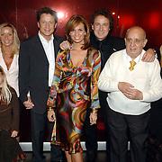 NLD/Utrecht/20060319 - Gala van het Nederlandse lied 2006, familie Borsato, Marco en partner Leontien Ruiters, broer Armando en partner Vanessa, vader Roberto en moeder Mary, nichtje Romy