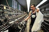 Edouard Majchrowski, bonnetier mécanicien chez Arsoie, à Sumène, dernière entreprise à produire des bas  couture de luxe.