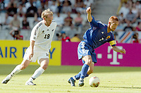 FOOTBALL - CONFEDERATIONS CUP 2003 - GROUP A - 1ST ROUND - NEW ZEALAND v JAPAN- 030618 - HIDETOSHI NAKATA (JAP) / SIMON ELLIOTT (NZL)  - PHOTO STEPHANE MANTEY /DIGITALSPORT