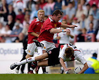 Fotball<br /> England 2005/2006<br /> Foto: SBI/Digitalsport<br /> NORWAY ONLY<br /> <br /> Clyde v Manchester United, Preseason Friendly. 16/07/2005.<br /> <br /> Manchester United's Wayne Rooney (C) barges his way through.