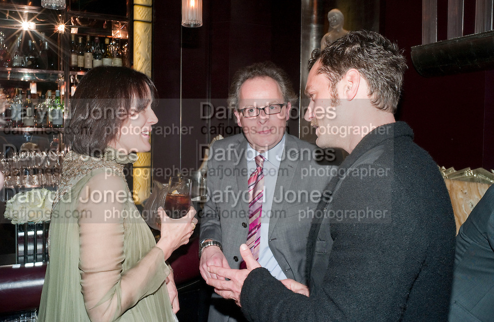 LUCY FERRY; BENJIE FRASER; JUDE LAW, Lauren Goldstein Crowe hosts reception to thank those that particitated in the research for her book: Isabella, A Life in Fashion. The Fumoir. Claridge's. London. 8 November 2010. -DO NOT ARCHIVE-© Copyright Photograph by Dafydd Jones. 248 Clapham Rd. London SW9 0PZ. Tel 0207 820 0771. www.dafjones.com.