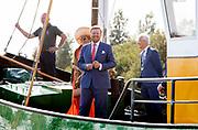 DE VEENHOOP, 17-09-2020 <br /> <br /> Streekbezoek van Koning Willem-Alexander en  Koningin Máxima aan Zuidoost-Fryslân waar het paar gaat Skûtsjesilen in de Gemeente Smallingerland<br /> <br /> <br /> Regional visit of King Willem-Alexander and Queen Máxima to Southeast Fryslân
