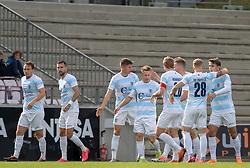Målscorer Jeppe Kjær (FC Helsingør) tiljubles efter scoringen til 0-1 under kampen i 1. Division mellem FC Fredericia og FC Helsingør den 4. oktober 2020 på Monjasa Park i Fredericia (Foto: Claus Birch).