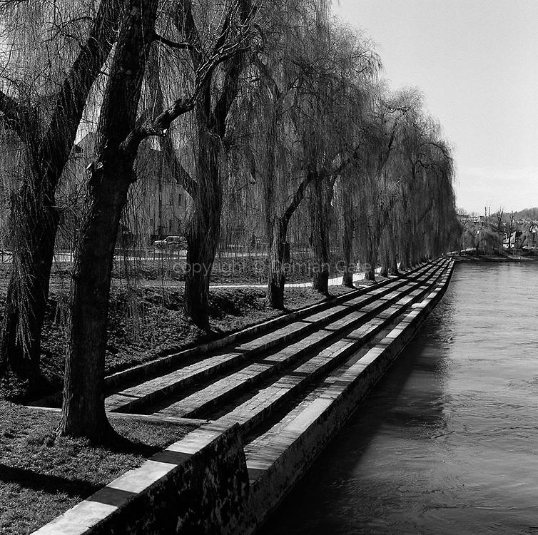 Port Trnovo