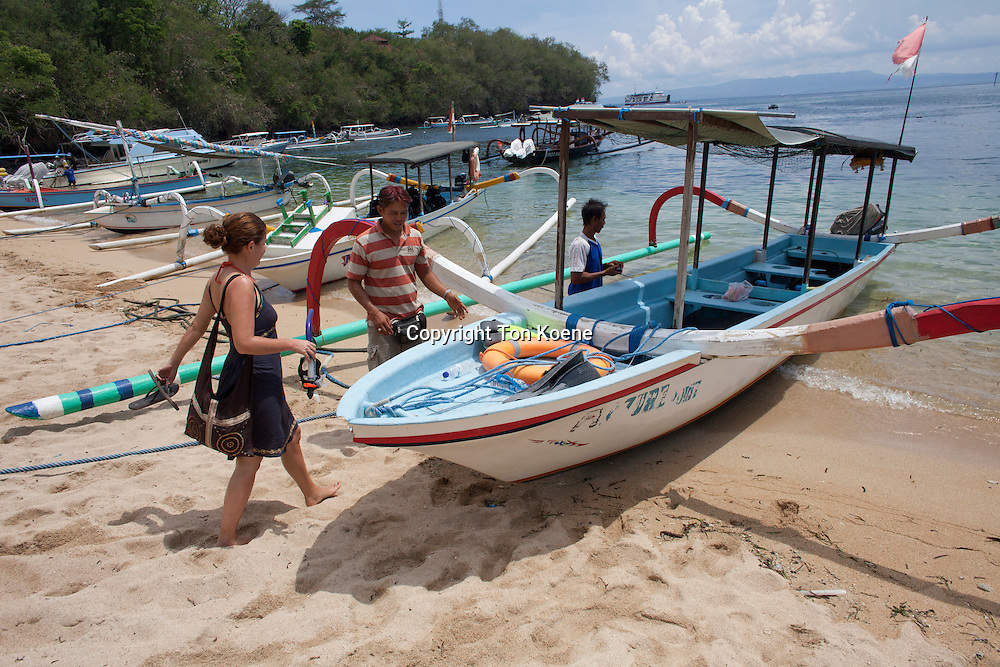 tourist hire small boats for snorkling and diving on Bali.