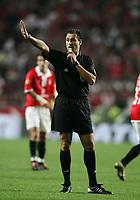 LISBOA 17 OCTOBER  2004: OLEGARIO BENQUEREN'A referee, in the, 6¼ leg of the Super Liga, season 2004/2005, match SL Benfica v  FC Porto, held in Luz stadium, 17/10/2004  19:45<br />(PHOTO BY: NUNO ALEGRIA / AFCD)
