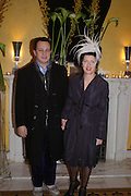 Detmar and Isabella Blow. Zac Posen Spring/ Summer collection launch party. The Blue Bar, Berkeley Hotel. London. 7 March 2004. Dafydd Jones,  ONE TIME USE ONLY - DO NOT ARCHIVE  © Copyright Photograph by Dafydd Jones 66 Stockwell Park Rd. London SW9 0DA Tel 020 7733 0108 www.dafjones.com