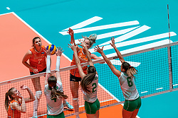 29-05-2019 NED: Volleyball Nations League Netherlands - Bulgaria, Apeldoorn<br /> Marrit Jasper #18 of Netherlands, Maria Dancheva #4 of Bulgaria, Nasya Dimitrova #2 of Bulgaria, Miroslava Paskova #6 of Bulgaria