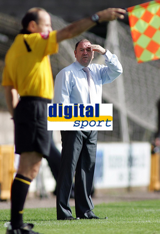 Photo: Paul Thomas.<br /> Port Vale v Bristol City. Coca Cola League 1. 23/09/2006.<br /> <br /> Bristol manager, Gary Johnson, has words to the linesman.