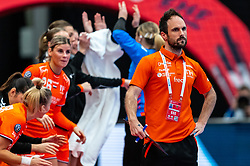 Coach Emmanuel Mayonnade of Netherlands during the Women's EHF Euro 2020 match between Netherlands and Germany at Sydbank Arena on december 14, 2020 in Kolding, Denmark (Photo by RHF Agency/Ronald Hoogendoorn)
